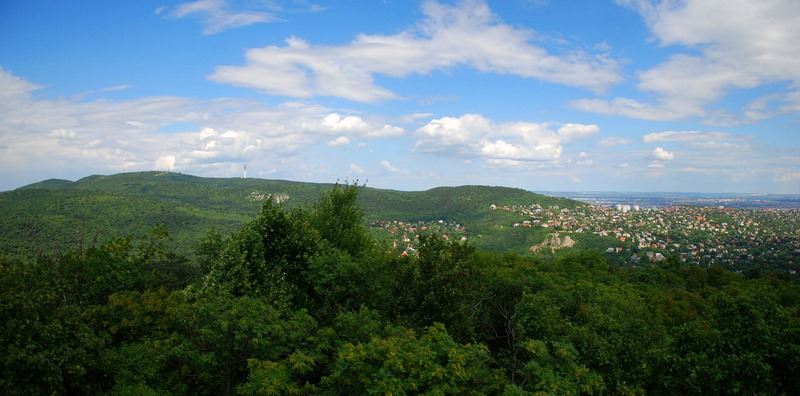 Kilátás a Hármashatár-hegyre